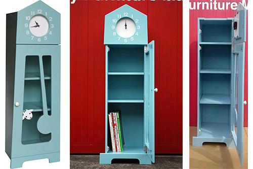 振り子時計に逃げ込んだ子ヤギが一匹…「7匹の子ヤギ」のワンシーンが 本棚に!