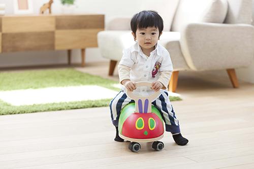 乗って、けって、体をつかって楽しく遊ぼう!「はらぺこあおむし GOGOライド」♪